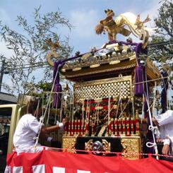 03八幡神社千貫神輿トラックに積んで町内巡回 70.jpg