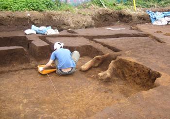 13竪穴住居とカマド1 70.jpg