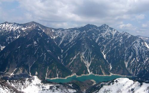 25黒部湖と左から鳴沢岳・赤沢岳・スバリ岳・・針ノ木岳・鳥帽子岳*7.9x 100.jpg